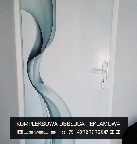 oklejanie drzwi